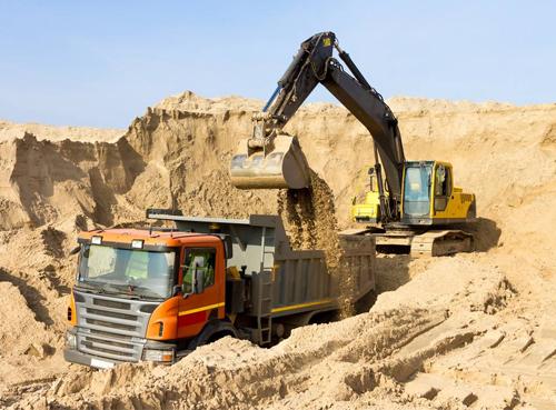 挖掘机作业